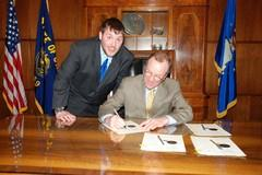 Max Conradt and Governor Ted Kulongoski signing Max's Law
